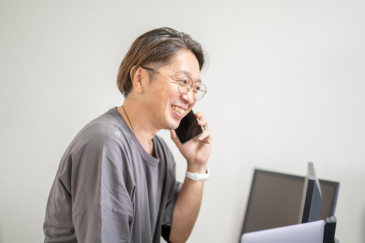 電話対応 クリエイティブディレクター 荒居健太 YORIYORK